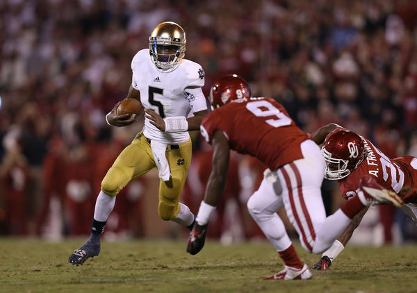 Notre Dame quarterback Everett Golson scrambles with the ball in the fourth quarter against Oklahoma linebacker Gabe Lynn.