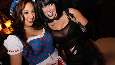 Photos: Allyn Street Halloween Pub Crawl, Part 1