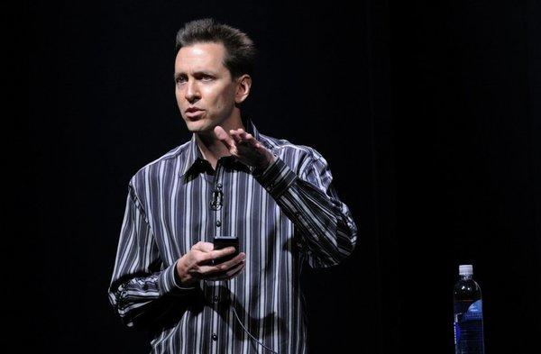 Scott Forstall, Apple's head of mobile software, is leaving Apple in a shakeup of company executives.