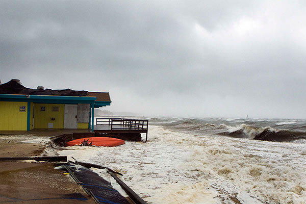 The storm surge from Hurricane Sandy beats against a beachside building in Shinnecock Hills, New York, October 29, 2012. Hurricane Sandy, the monster storm bearing down on the East Coast, strengthened on Monday after hundreds of thousands moved to higher ground, public transport shut down and the stock market suffered its first weather-related closure in 27 years.