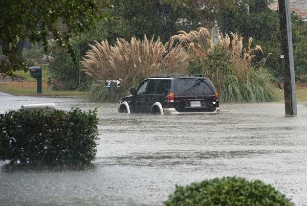 A car sits in water after a road was flooded by rain from Hurricane Sandy in Virginia Beach, Virginia, October 29, 2012. Hurricane Sandy, one of the biggest storms ever to hit the United States, battered the densely populated East Coast on Monday, shutting down transportation, forcing evacuations in flood-prone areas and interrupting the presidential election campaign. REUTERS/Rich-Joseph Facun (UNITED STATES - Tags: ENVIRONMENT DISASTER) ORG XMIT: RJF117