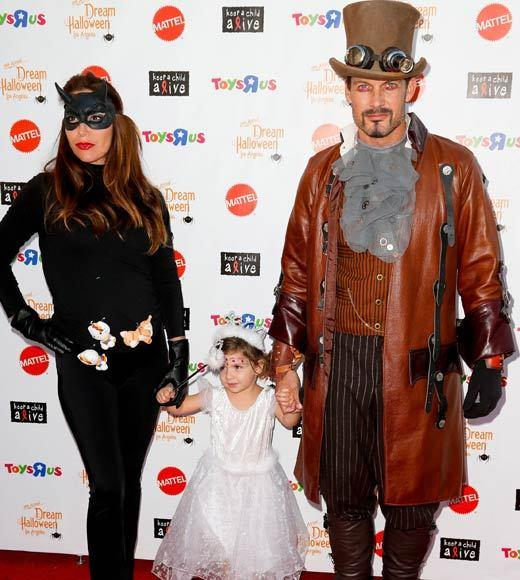 Celebrity Halloween costumes 2012: Actor Mark Deklin and family