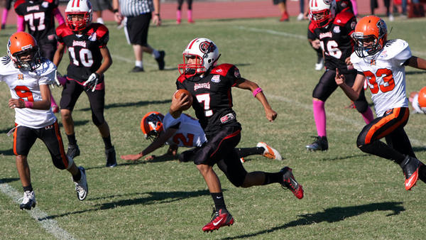 Mid-Valley Sundevils' Justin Cordova carries the ball against Mexicali Halcones during a Pop Warner game, in the Junior Midget division, at Southwest High in El Cento on Saturday.