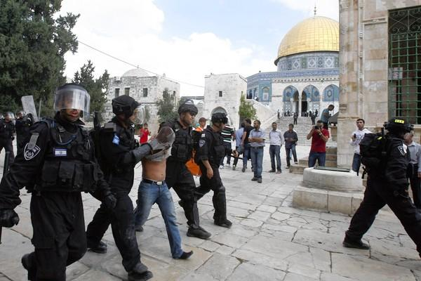 Israeli police arrest stone thrower at Dome of the Rock in Jerusalem.
