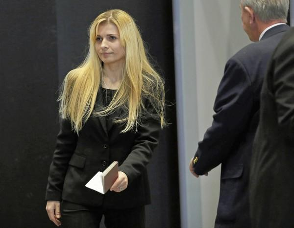 Karolina Obrycka, who testified Monday, walks through security in the lobby of the Dirksen U.S. Courthouse in Chicago.