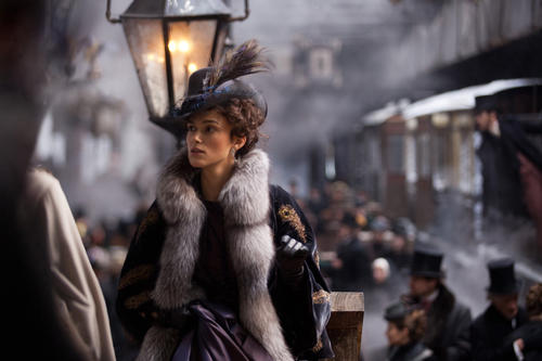 As Anna Karenina, Keira Knightley wears a coat with a luxurious fur collar.