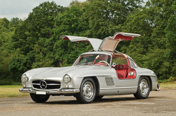 The star of the London auction, however, failed to sell. This highly prized 1955 Mercedes-Benz 300SL alloy-bodied Gullwing hit a high bid of $3,876,000, just short of its reserve price.