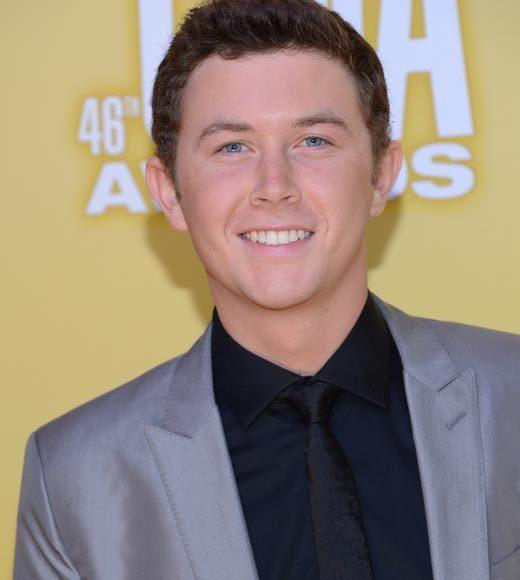 2012 CMA Awards red carpet arrival pics: Scotty McCreery