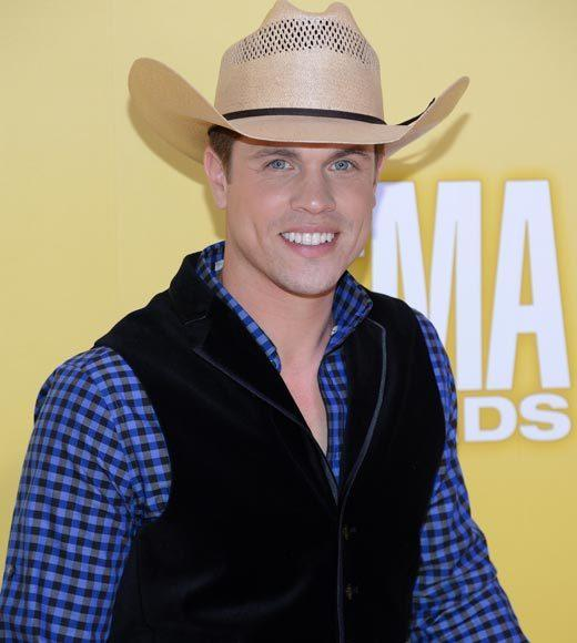 2012 CMA Awards red carpet arrival pics: Dustin Lynch