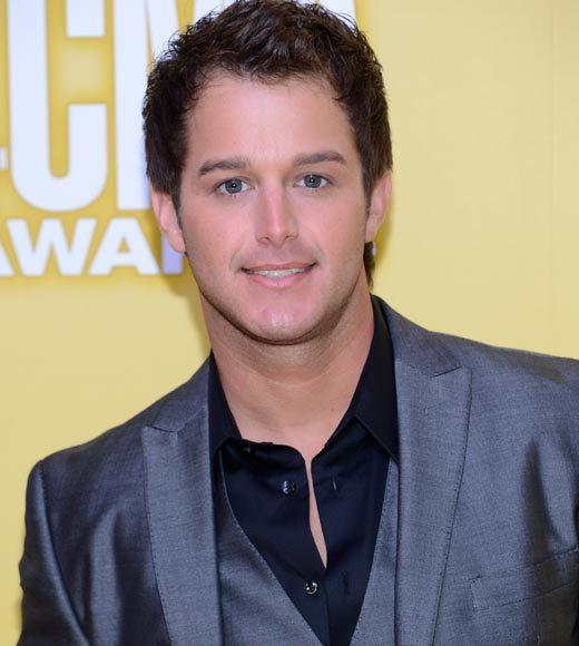 2012 CMA Awards red carpet arrival pics: Easton Corbin