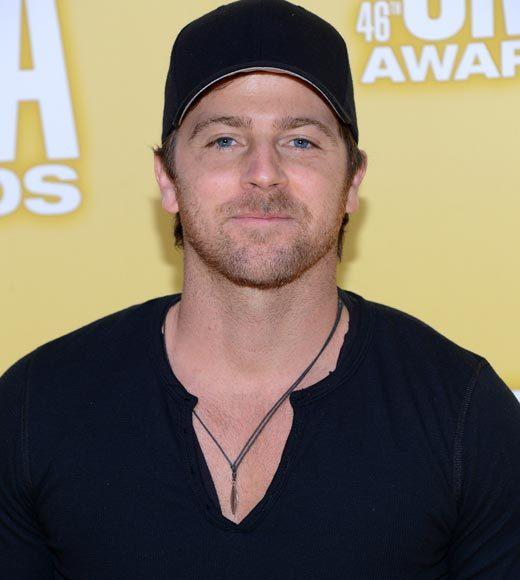 2012 CMA Awards red carpet arrival pics: Kip Moore