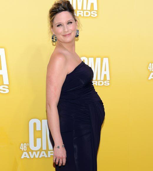 2012 CMA Awards red carpet arrival pics: Jennifer Nettles