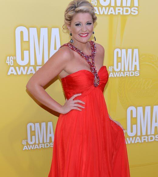2012 CMA Awards red carpet arrival pics: Lauren Alaina