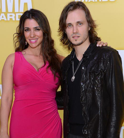 2012 CMA Awards red carpet arrival pics: Lisa Vultaggio and Jonathan Jackson