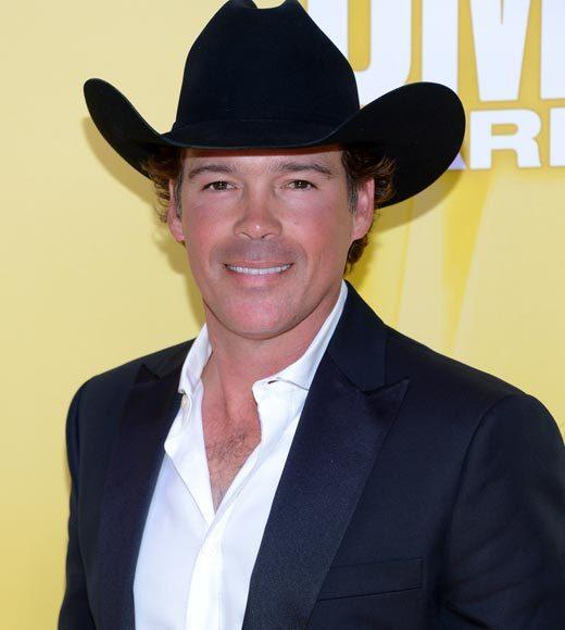 2012 CMA Awards red carpet arrival pics: Clay Walker