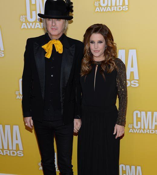 2012 CMA Awards red carpet arrival pics: Michael Lockwood and Lisa Marie Presley