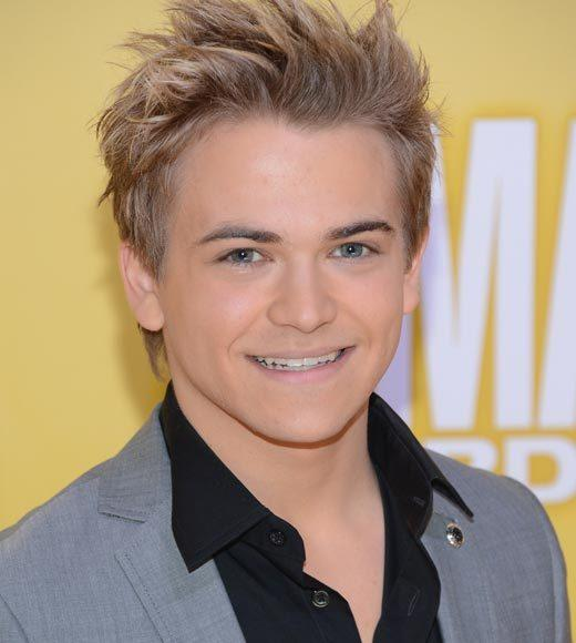 2012 CMA Awards red carpet arrival pics: Hunter Hayes