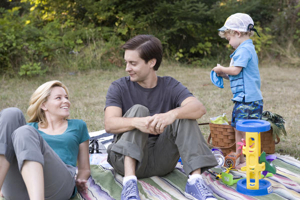 """Elizabeth Banks, left, and Tobey Maguire in """"The Details."""""""