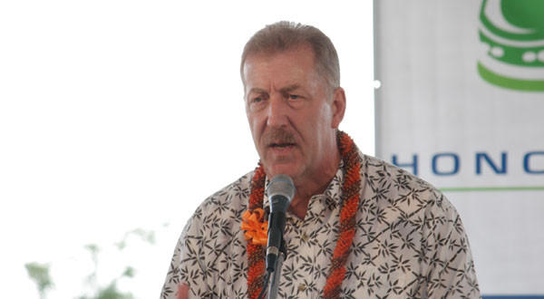 Honolulu Mayor Peter Carlisle speaking at the symbolic groundbreaking ceremony for the Honolulu High-Capacity Transit Corridor Project.