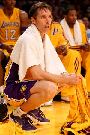 Steve Nash did not take part in the Lakers' shoot-around Friday morning due to a leg injury from Wednesday night.