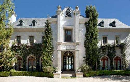 Pop icon Michael Jackson was leasing the 1.2-acre estate in Holmby Hills for $100,000 a month at the time of his death.