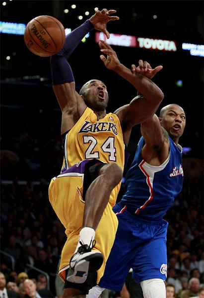 Caron Butler strips the ball from Kobe Bryant as Bryant goes to the basket.