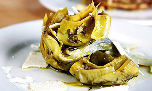 The <i>carciofi alla romana</i> (braised artichoke) is the best around.