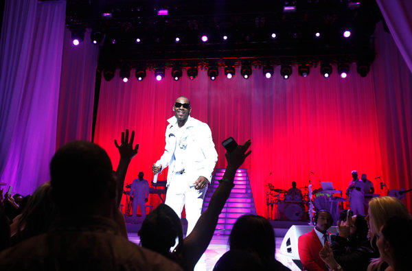 R. Kelly performing at Nokia Theatre on Friday.