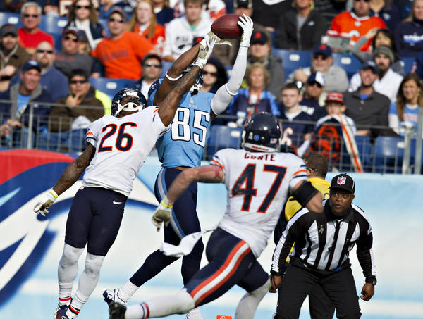 Nate Washington #85 of the Tennessee Titans catches a touchdown pass over Tim Jennings #26 of the Chicago Bears at LP Field on November 4, 2012 in Nashville, Tennessee. The Bears defeated the Titans 51-20.