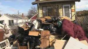 A Week After Hurricane Sandy Looting in Staten Island Continues