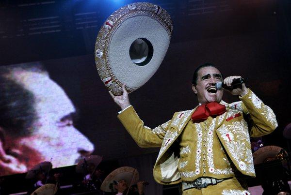 Vicente Fernndez performing in Los Angeles in 2005.