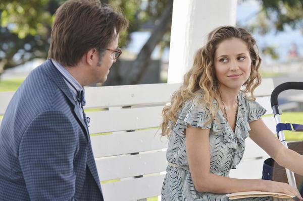 Mason Treadwell (Roger Bart) presses Amanda Clarke (Margarita Levieva) on her history.