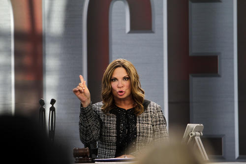 "The TV judge of Telemundo's ""Caso Cerrado"" brings her own style to the court show format, even singing the program's theme song."