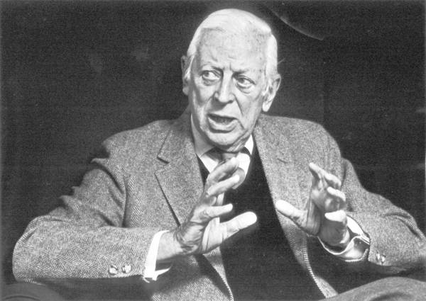 Alistair Cooke speaking in San Francisco in 1985.