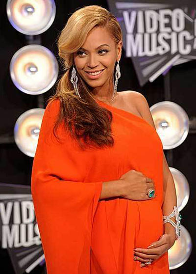 Beyonce arrived at the 2011 MTV Video Music Awards with a big surprise to share: her pregnancy.