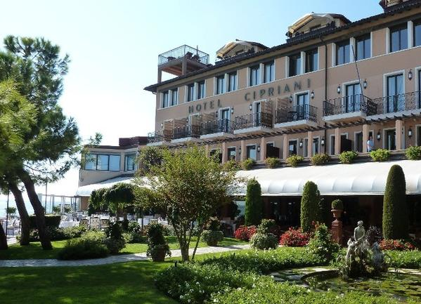 "Built in 1956, this hotel is situated on the edge of Giudecca Island and offers stunning views of Venice's lagoon and Doge's Palace. In the 2006 film, ""Casino Royale,"" the secret service agent moored his yacht at this award-winning property."