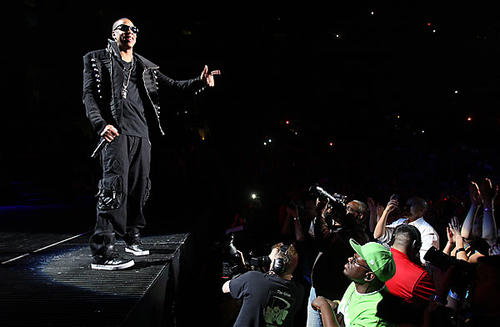 He's a longtime hit-maker, but Jay-Z again proves at a sold-out Staples Center in Los Angeles  that  he can deliver a  punch in a live setting.