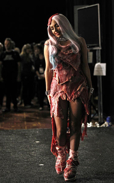 Lady Gaga drew attention when she wore a dress made of flank steak to the 2010 MTV Video Music Awards. The dress, designed by Argentine designer Franc Fernandez and styled by Nicola Formichetti, came complete with a meat headpiece and shoes laced with butcher's twine. PETA condemned the dress that was later preserved by taxidermists and put on display in the Rock and Roll Hall of Fame.