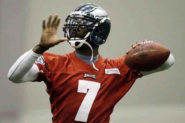 Michael Vick reprimanded his brother for suggesting via Twitter that the Eagles should trade him.