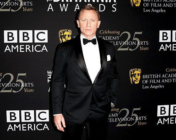 Daniel Craig arrives at the BAFTA Britannia Awards 2012, where he accepted British artist of the year from presenter Harrison Ford.