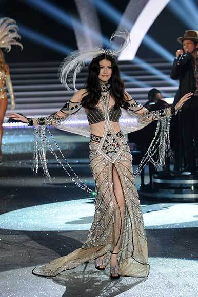 Bedazzled bras and half-clad circus acts: Welcome to the Victoria's Secret fashion show: Sui He