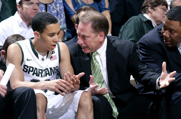 Michigan State Coach Tom Izzo talks to Travis Trice during a preseason game last week.