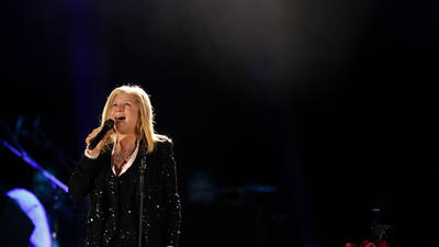 Review: Barbra Streisand puts the Hollywood Bowl under her spell