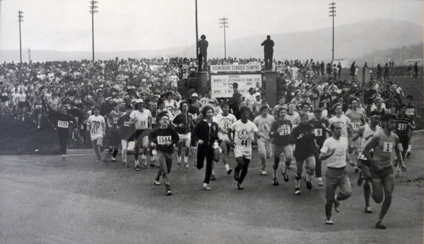 The field in the 1973 JFK 50 Mile takes off from Boonsboro High School with 1,724 runners, the U.S. record for starters in an ultramarathon.