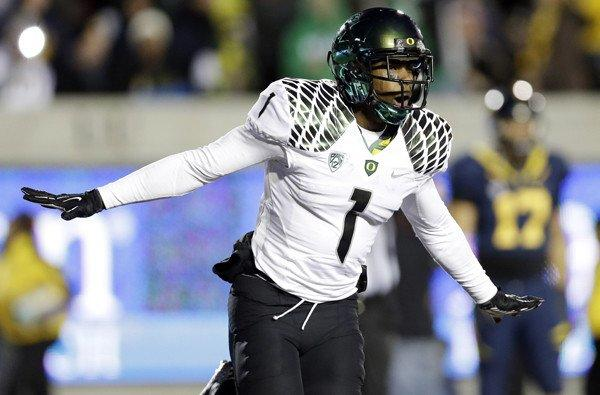 Josh Huff and the Oregon Ducks took flight once again in a 59-17 victory over California.