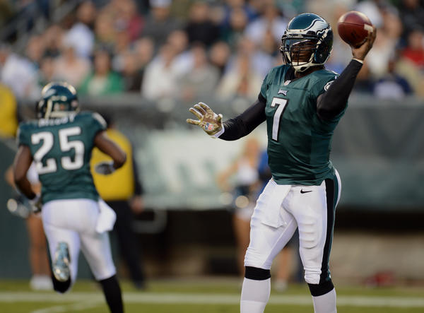 Philadelphia Eagles quarterback Michael Vick (7) looks to complete a pass at Lincoln Financial Field in Philadelphia on Sunday.