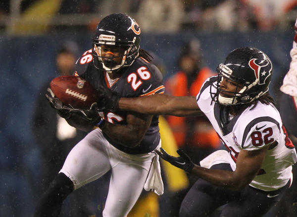 Bears cornerback Tim Jennings intercepts a pass intended for tje Texans' Kershawn Martin.