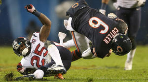Bears QB Cutler out of game with concussion