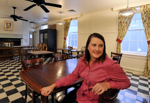 Reviving the historic lunchroom at the Woman's Industrial Exchange sounded like the kind of impossible task issued to heroines in fairy tales, like picking lentils out of the ashes. But Irene Smith, who gained an ardent local following with her Souper Freak food truck, has pulled off a happy ending. The tomato aspic and chicken salad are back.<br>