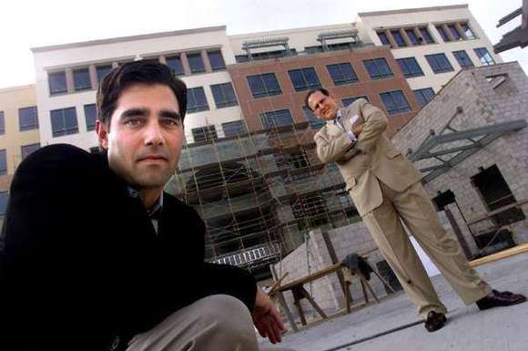 Developer Jeff Worthe, left, and real estate broker Carl Muhlstein during construction of the Pinnacle in 2002. (Los Angeles Times)